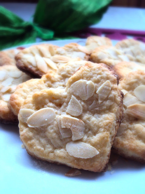 Ciasteczka twarogowe z płatkami migdałów
