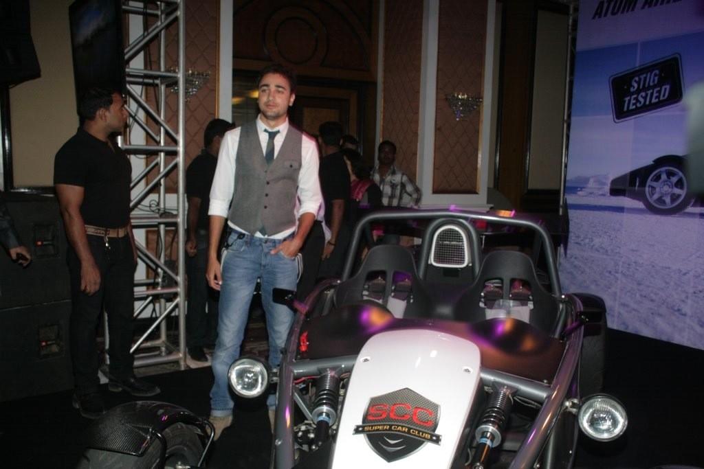 http://1.bp.blogspot.com/-Bnwe3S5GW7U/Tbu_RtSlrJI/AAAAAAAAEzk/tGGwD6Ppga0/s1600/Imran-Khan-and-Anushka-Sharma-re-launched-BBC-Top-Gear-Magazine-023.jpg