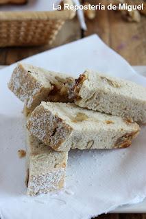 Imagen de trozos alargados de pan sobre un plato que recuerda la publicación de la receta de la semana anterior.