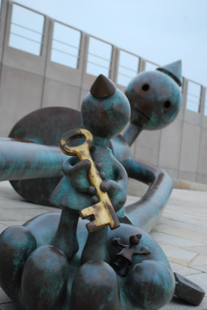 Big sculpture with a KEY