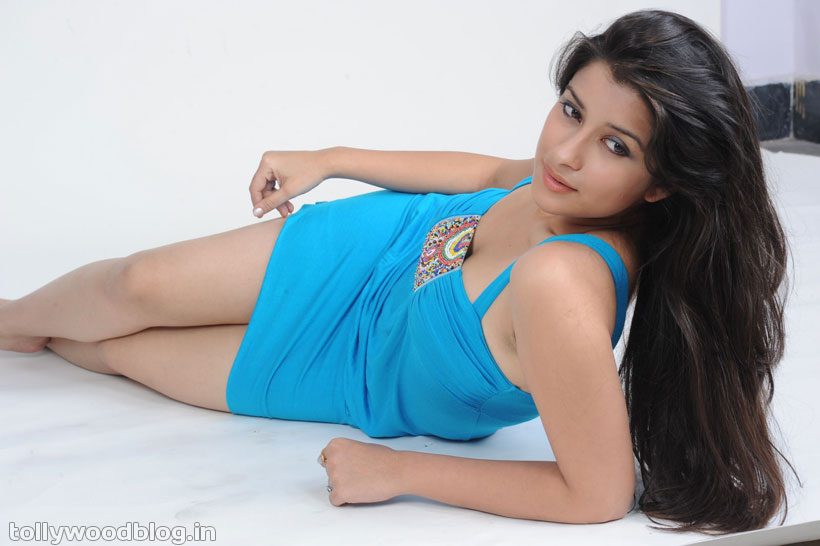 ** South Spicy Actress Madhurima Hot Unseen Stills **