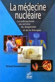 La médecine nucléaire est une spécialité utilisant les propriétés de la radioactivité associée à une molécule médicamenteuse, un radiopharmaceutique, dans un but de diagnostic et de thérapie. Au cours des cinquante dernières années, la médecine nucléaire a évolué pour devenir un outil incontournable en milieu hospitalier. Cette technique permet aujourd'hui, non seulement de mieux voir et décrire la maladie, mais aussi de mieux la traiter. La cancérologie est la principale discipline concernée.  Injectés au patient, les médicaments radiopharmaceutiques se dirigent sélectivement vers les cellules tumorales, y compris les métastases, s'y installent et émettent un rayonnement. Suivant son type, celui-ci permet, soit de visualiser ces cellules, soit de les détruire. Les améliorations récentes de cette technologie apportent de nouvelles perspectives dans le traitement des cancers mais également en hématologie et en neurologie. En parallèle, la médecine nucléaire a bénéficié, depuis le début de ce XXIe siècle, d'une double révolution technologique en matière d'imagerie. D'une part, la Tomographie par Emission de Positons (TEP) fait son entrée en force avec un médicament d'imagerie polyvalent, le FDG.  D'autre part, un nouvel outil associant l'imagerie fonctionnelle à l'imagerie morphologique a été mis à disposition des médecins depuis peu. En présentant ces techniques et pratiques à un public plus large, cet ouvrage d'information scientifique met aussi l'accent sur les difficultés qu'il a fallu et qu'il faut encore surmonter pour que médecins et malades puissent y avoir accès. Il reste encore certains obstacles à franchir, mais ces progrès récents laissent entrevoir de nouveaux espoirs à court terme pour tous les malades.  Richard Zimmerman est chimiste organicien de formation et docteur d'état, ès sciences physiques ; il évolue depuis plus de vingt ans dans le monde de l'industrie pharmaceutique internationale et a participé successivement à des projets de recherche en ca
