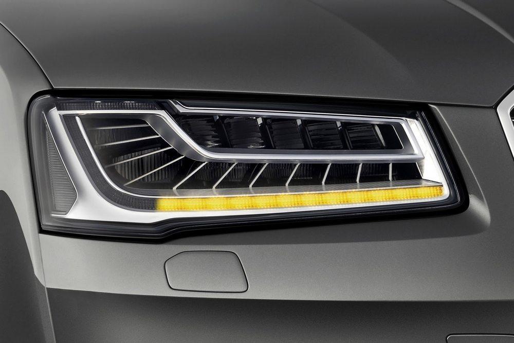 novo Audi A8 2014 farol
