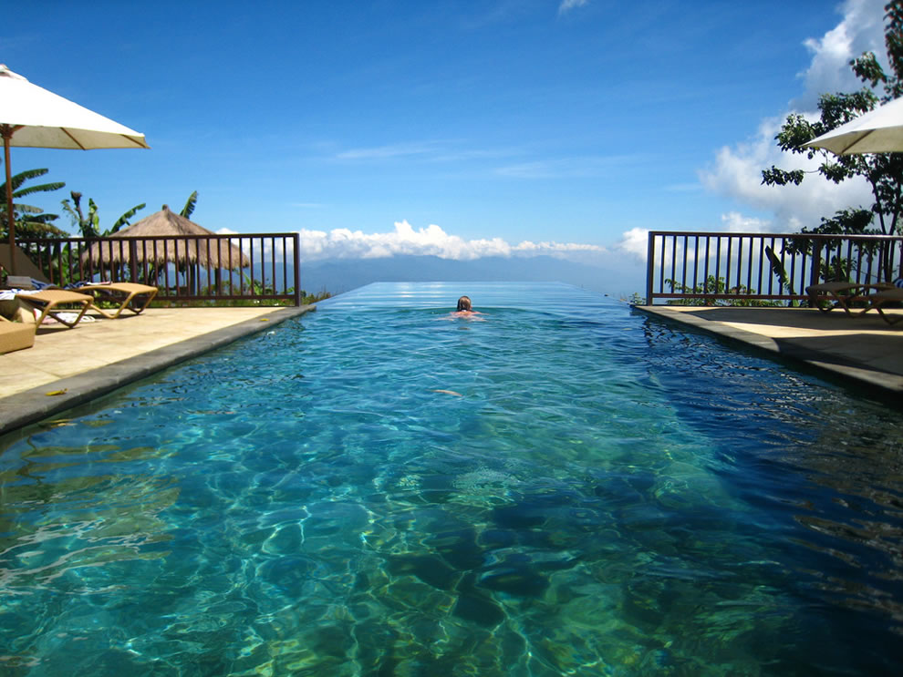 Dr sous 30 incredible infinity pools - Infinity edge swimming pool ...