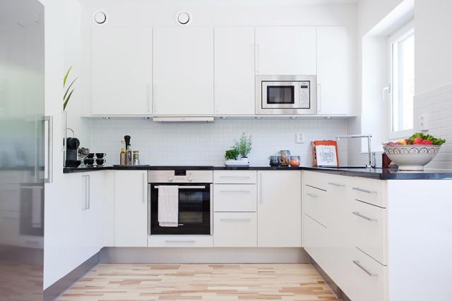 Un apartamento adorable lovely nordic apartment - Cocinas con muebles blancos ...