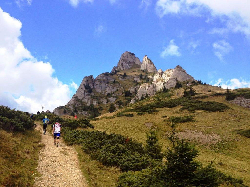 Antrenamentul pe scări sau în pantă? Care este cel mai bun antrenament pentru alergarea montană?