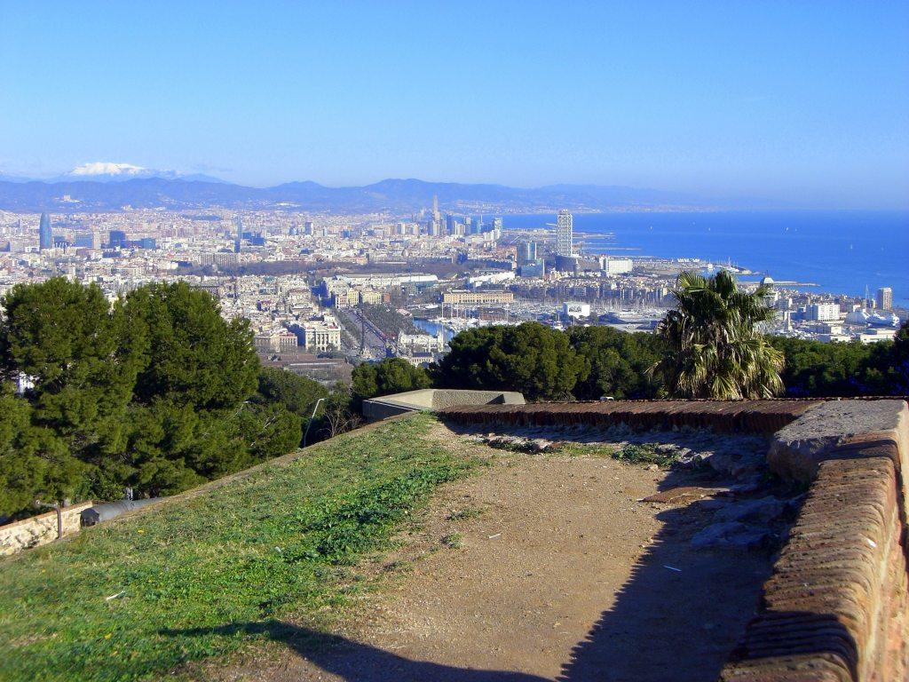 http://1.bp.blogspot.com/-Boz7ICI2AIw/TbmpRQt8YTI/AAAAAAAAIVA/9j0sFEoxMZc/s1600/BARCELONA_MONTJUIC_VIEF_FROM_CASTLE.JPG
