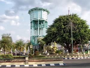 Travel Malang Jombang, Travel Jombang Malang, Info travel Jombang, Info travel Malang, Monumen Ringin Contong Jombang Jawa Timur.