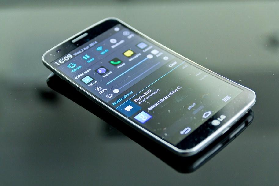 LG G Flex 2 Smartphone Terbaik 2015