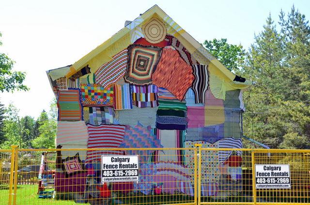 Yarnbombing house Calgary
