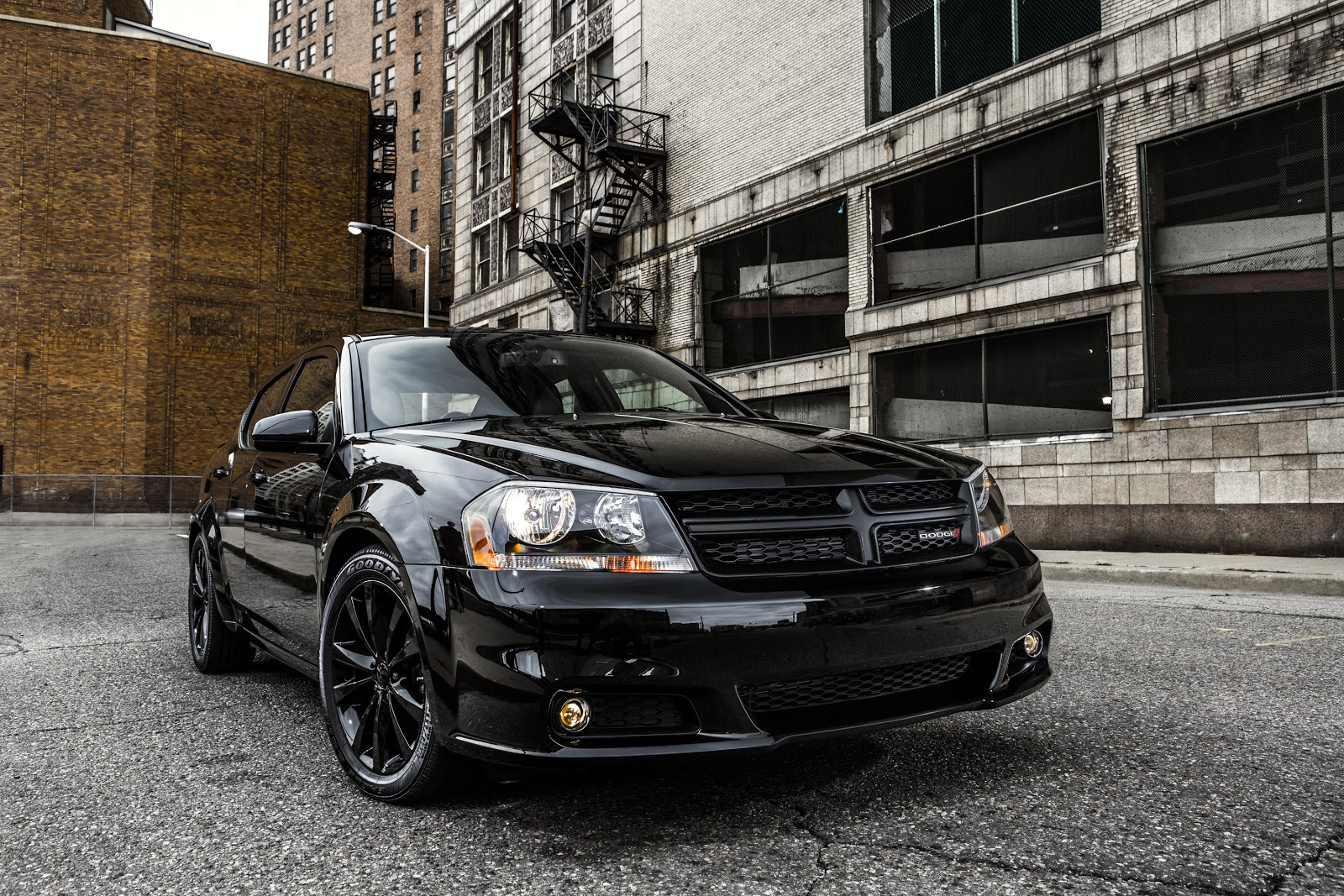 http://1.bp.blogspot.com/-Bph0LZRgB98/UJPVjHF0HWI/AAAAAAAAas4/BxlSsOov40Y/s1600/2013+Dodge+Avenger+Blacktop+Edition+5.jpg