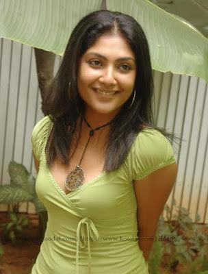 Telugu-Hot-Actress-Kamalini-Mukherjee