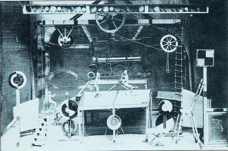 Cenário de Georgy Bogdanovich Yaculov para O Passo de Aço [Le Pas d'Acier] (1927).
