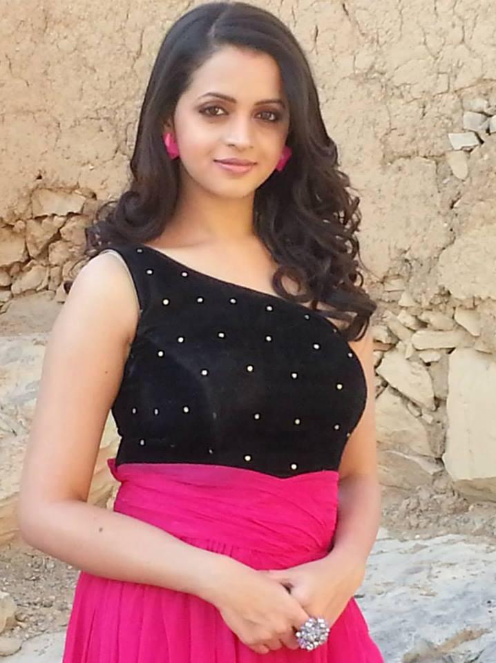bhavana latest hot photos in saree and churidar mallufun