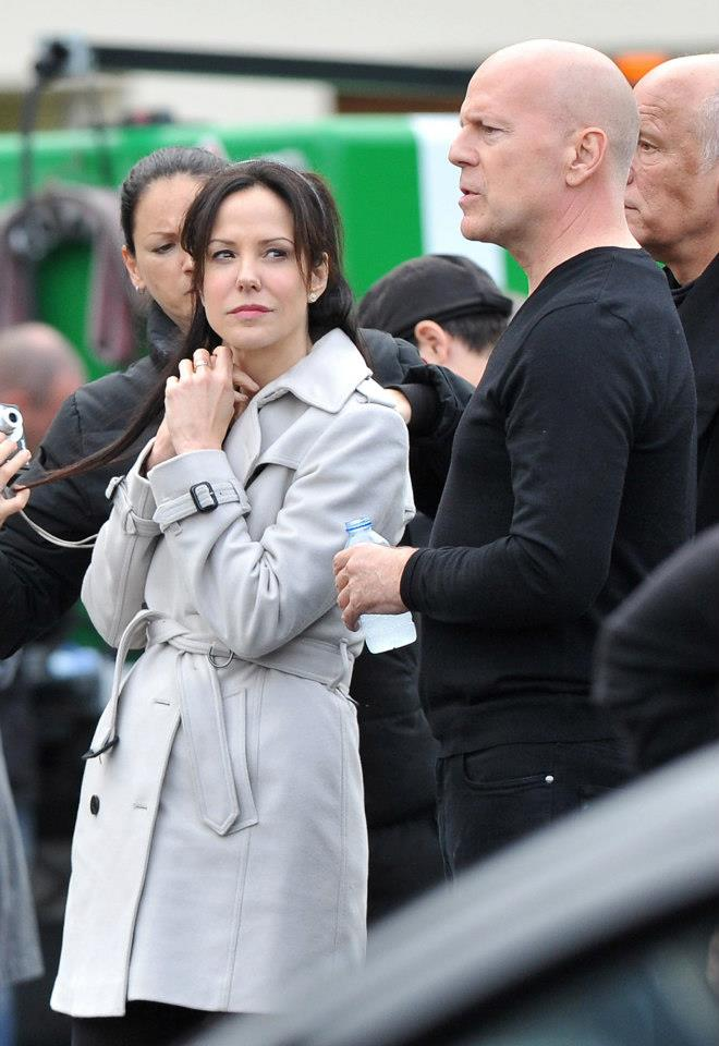 Mary-Louise Parker and Bruce Willis at 'RED 2' film set