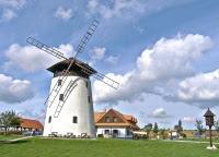 Keď veje vietor zmien, niektorí stavajú múry a iní veterné mlyny.