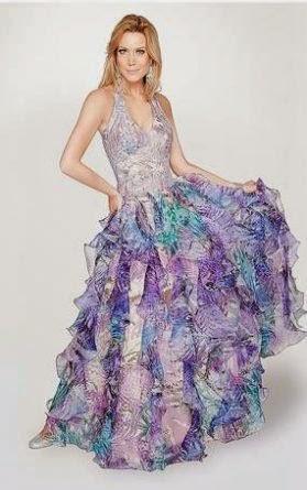 Modelo de vestido colorido com saia em camadas - dicas e fotos
