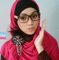 http://1.bp.blogspot.com/-Bqgjfq4S_WE/UxGZOcnh8YI/AAAAAAAAGrA/2CBg6Q9fpcU/s1600/Kreasi-Simpel-Hijab-Shawl-ke-kampus.jpg