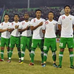 Alasan kenapa timnas indonesia tidak memakai kostum jersy merah putih melawan belanda 7 juni 2013