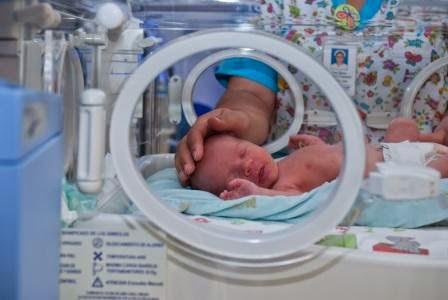 Incubadoras de cuidados intensivos neonatales