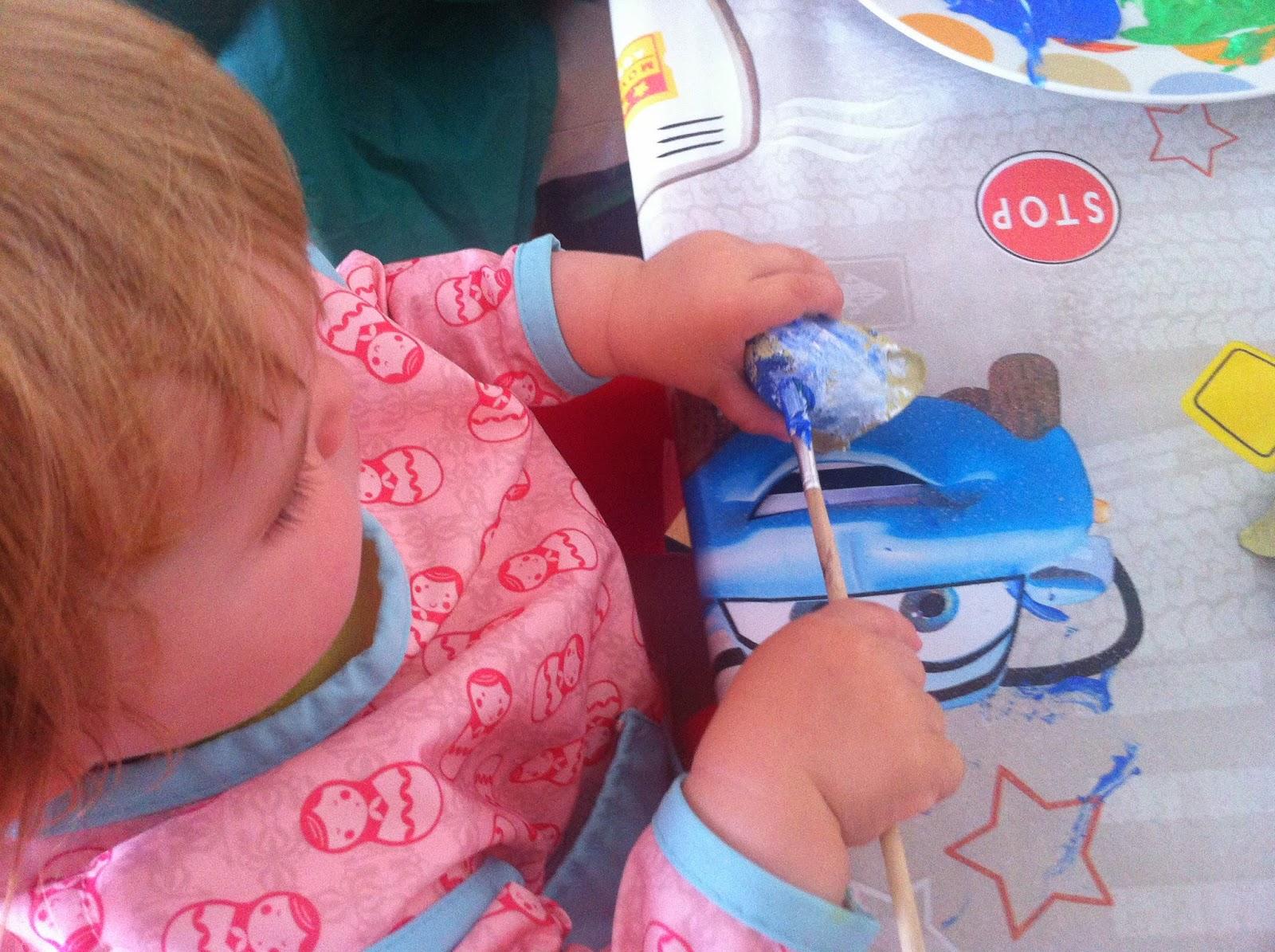 manualidades con niños para hacer flores recicladas, menuda tribu, ideas, actividades, bebés, pintura, creatividad, zaragoza, www.menudatribu.com