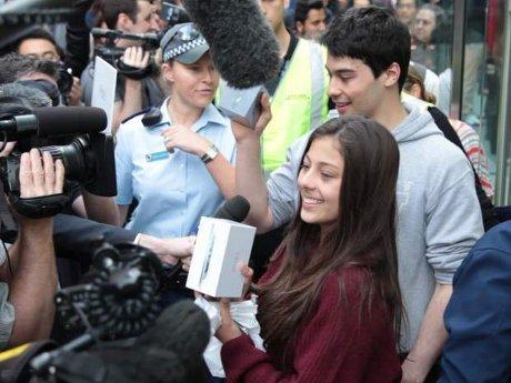 iPhone 5 Mulai Dipasarkan, Saham Apple Cetak Rekor Lagi