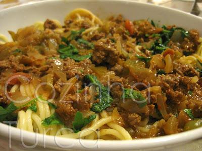 Esparguete com Molho de Carne Picada (Kıymalı Makarna Sosu)
