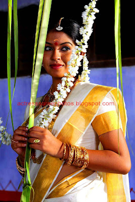 Actress Prathishta White Saree Photos From Raasaleela Malayalam Movie