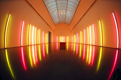 Shed some light beyond the sun dan flavin for Minimal art installation