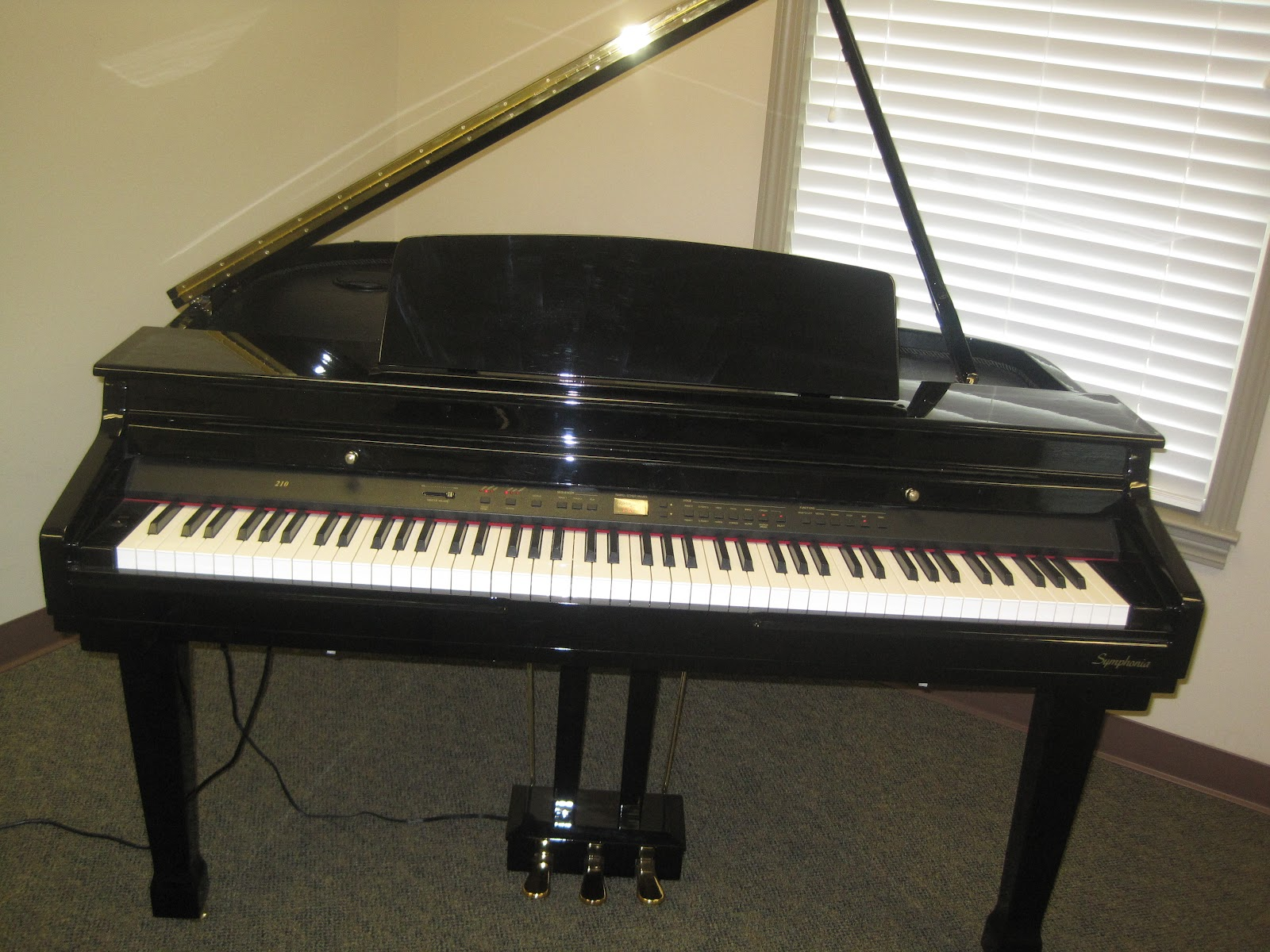 Az piano reviews review samick sg210 digital grand for Size of baby grand piano