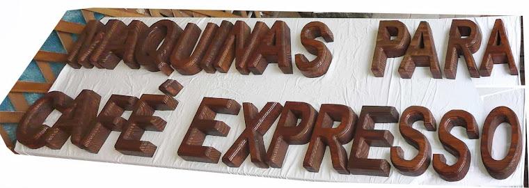 Letras em madeira maciça
