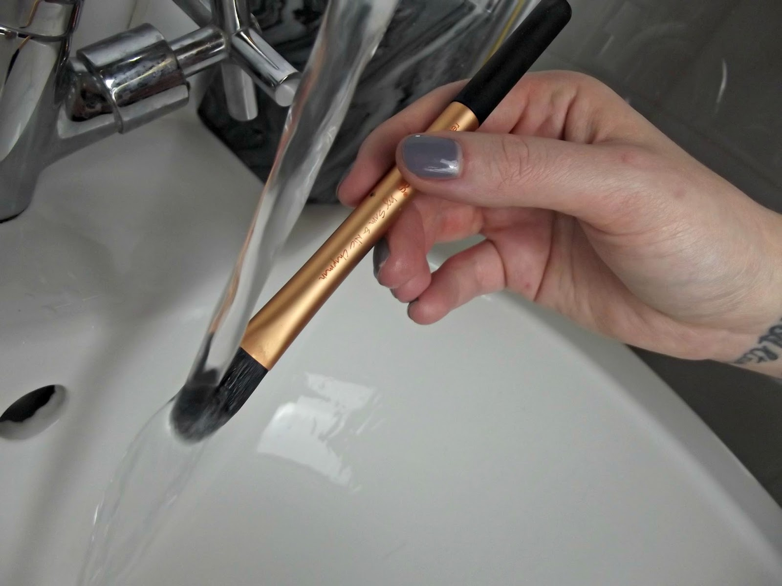 How I clean my Real Techniques brushes