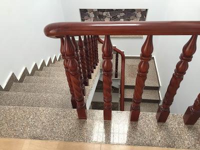 Cầu thang làm bằng gỗ