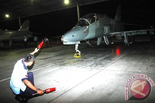 Penerbang Pesawat Tempur TNI AU Pecahkan Keheningan Malam
