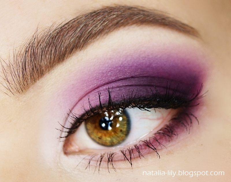 http://natalia-lily.blogspot.com/2014/02/makijaz-ciemno-rozowe-smoky-eye-moja.html