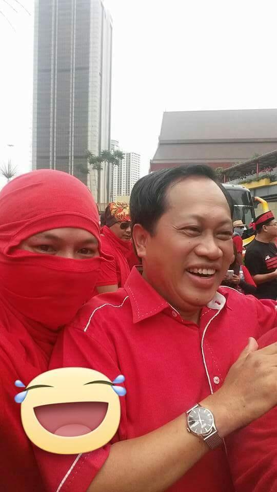 ahmad maslan baju merah