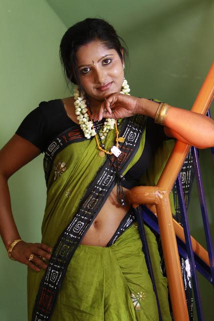 Saree Below NAvel Show Photos