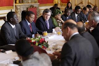 http://1.bp.blogspot.com/-BugKH7HaXpA/UbsTcqc5VmI/AAAAAAACWy0/SU9Gg5zOyzc/s1600/Gordon+Brown+Meets+Influential+African+Leaders+DiBw-G7sptlm.jpg