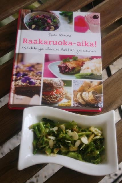 Raakaruoka-aika-kirja