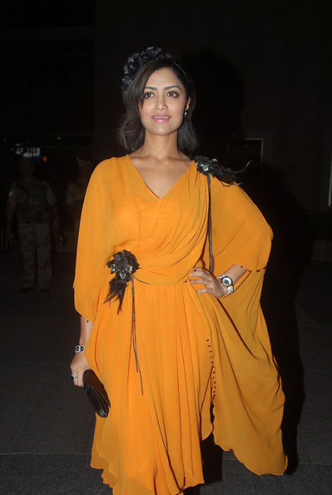 mamata mohandas sizzles at india filmfare awards