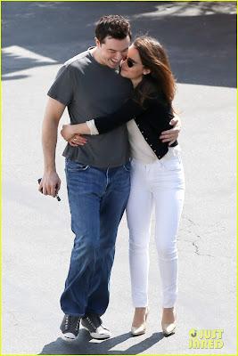 Emilia Clarke y Seth MacFarlane en actitud cariñosa 3 - Juego de tronos en los siete reinos