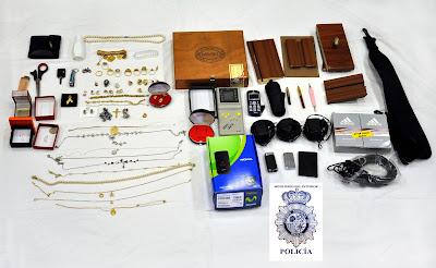 fotografia de la policia, algunos de lso efectos incautados
