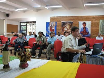 Padres explicam as estruturas das POM aos formadores de Seminário