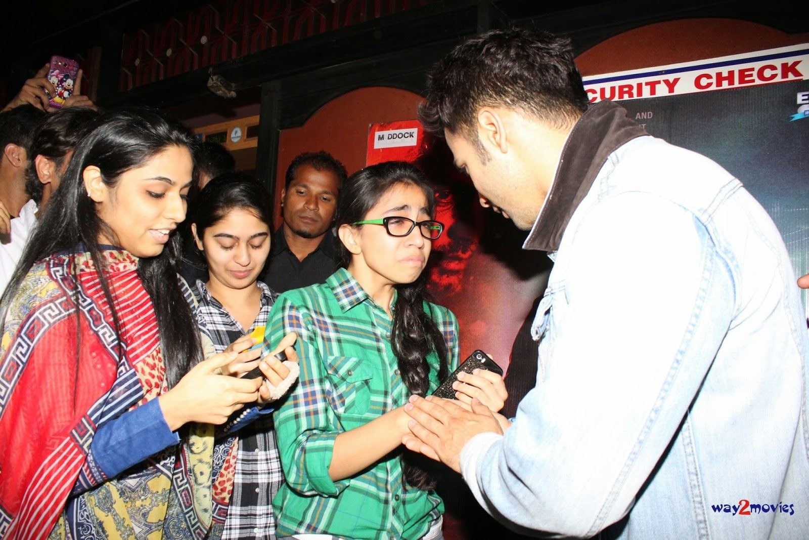 Varun Dhawan meets his fans at the screening of 'Badlapur' at Gaiety