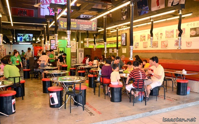 It is an open concept restaurant, with good air circulation throughout the restaurant