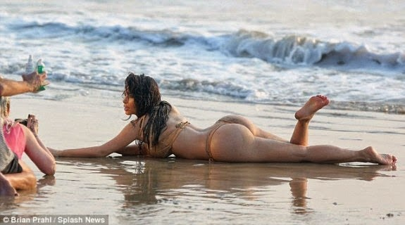 Kim Kardashian Bikini Pictures on Beach