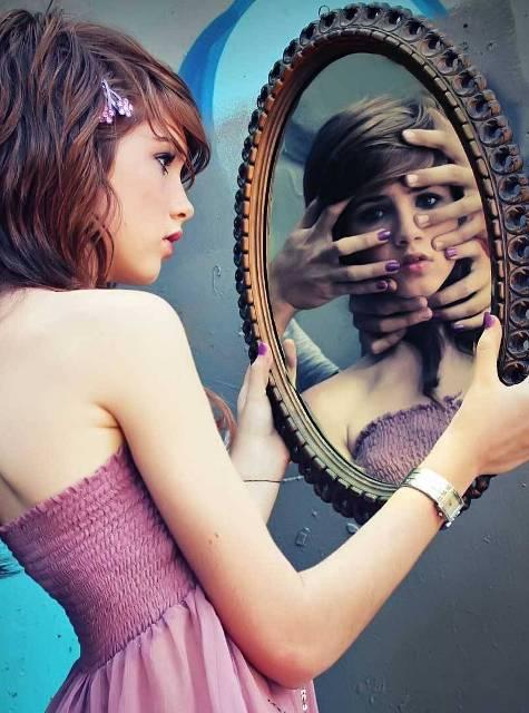 Captotrofilia la obsesi n de mirarse mucho en el espejo for Espejo unidireccional psicologia