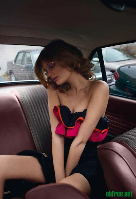 20110214 constance jablonski3 Constance Jablonski Topless in her Car for Purple