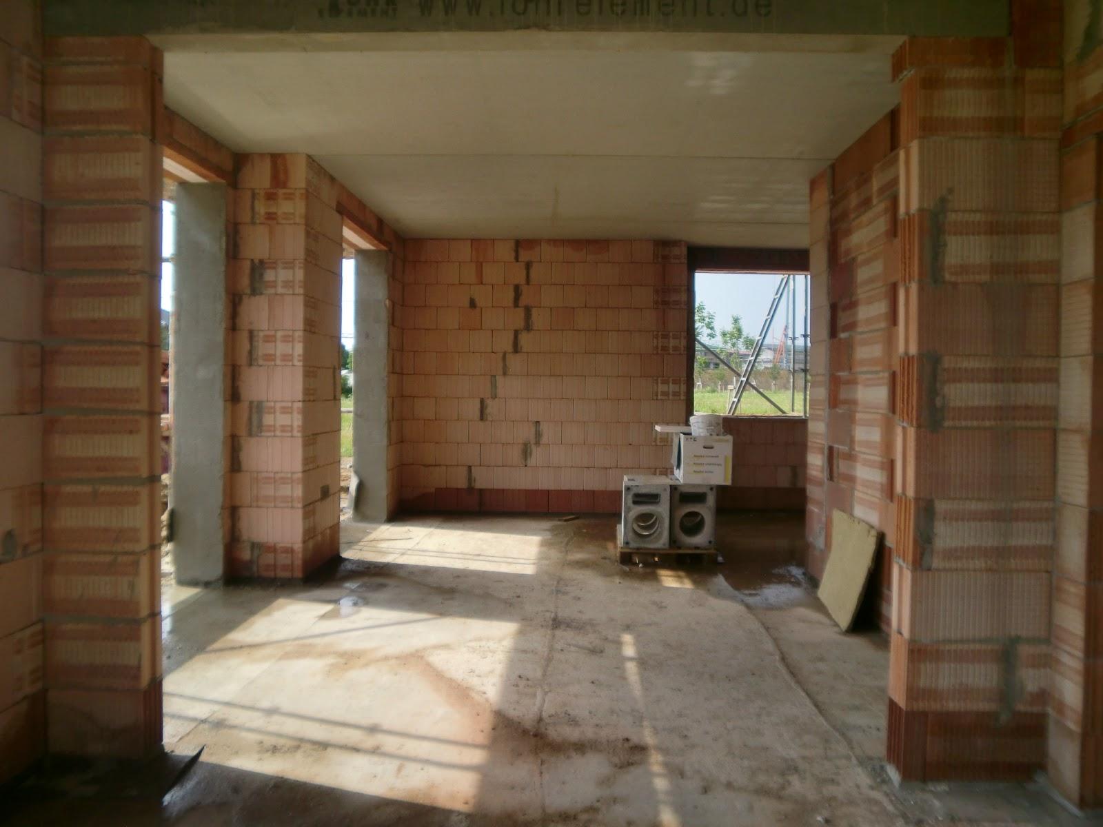 zuhausebau wir haben ein dach und eine treppe. Black Bedroom Furniture Sets. Home Design Ideas