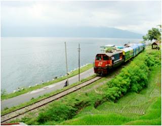 Menikmati suasana alam di sekitar danau singkarak dengan wisata kereta